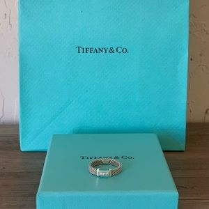 Authentic Vintage Tiffany & Co. Ring size 6